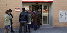 Dans le pays, Le chômage des jeunes de moins de 25 ans, un des plus élevés de l'Union européenne a reculé de 2,61%