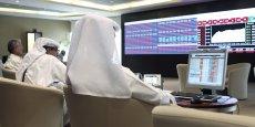 De 170 milliards de riyals qatar (41 milliards d'euros) en novembre 2014, les réserves internationales du pays ont fondu pour atteindre 142 milliards de riyals qatar (34,5 milliards d'euros) en février 2015.