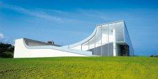 L'architecte américain Steven Holl a conçu le projet de la Cité de l'océan comme une prise de conscience autour de l'océan et la forme du bâtiment provient du concept spatial sous le ciel / sous l'océan.