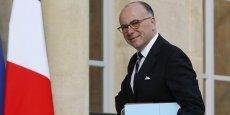 Le ministre de l'Intérieur Bernard Cazeneuve a annoncé jeudi que le Premier ministre Manuel Valls avait pris en main le dossier taxis, concernant la traque aux UberPop, Heetch et Djump.
