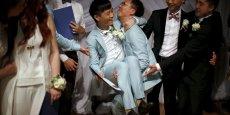 Six couples d'hommes et un couple de femmes ont été officiellement unis le 14 juin à Los Angeles par la maire de West Hollywood, Lindsey Horvath. Les mariages, alliances incluses, étaient offerts par Alibaba.