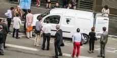 Le Renault Kangoo équipé de piles à combustible par la société Symbio Fcell a pu être essayé ce matin à Bordeaux par des entreprises susceptibles de suivre Bordeaux Métropole et Hydrogène de France sur ce projet.