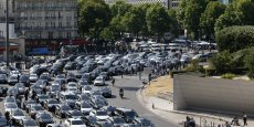 Des centaines de taxis ont convergé vers les aéroports de la capitale jeudi matin.