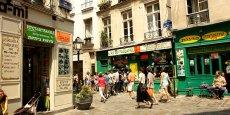 La rue des rosiers dans le quartier du Marais à Paris. Les Américains y représentent environ un quart des touristes Airbnb avec 17.035 visiteurs l'été dernier.