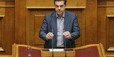 Alexis Tsipras a néanmoins enregistré les défections de dix députés de son parti de gauche radicale Syriza qui se sont abstenus ou, pour deux d'entre eux, ont voté contre ce paquet de mesures.