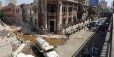 La puissance de l'explosion a provoqué d'importants dégâts au bâtiment consulaire.