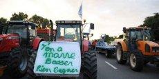 Des agriculteurs sur l'autoroute A6 à l'entrée nord de Lyon