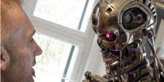 Selon le Financial Times, les robots tueurs, popularisés par des films comme Terminator, permettraient de limiter les pertes sur le terrain. Les scientifiques prônent un usage différent de l'intelligence artificielle, pour aider les civils dans un conflit par exemple.