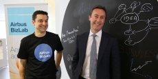 Le directeur du Bizlab Bruno Gutierres et le PDG d'Airbus Fabrice Brégier.