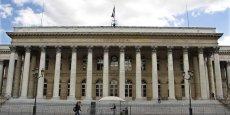 Paris accentue ses pertes peu après l'ouverture et abandonne 2,5% dans les premiers échanges à 4.450 points.