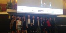 Jean-Christophe Tortora, président de la Tribune, entouré d'une partie de son équipe, jeudi soir à la Salle Wagram, lors la remise du prix Meilleur stretching de marque média.