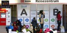Plus tôt dans la journée, la Commission européenne a démenti être favorable à une réduction des fonds structurels de l'UE pour les pays qui refusent les quotas de répartition des réfugiés.