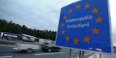 Les  contrôles exceptionnels et temporaires aux frontières doivent être justifiés par une menace grave pour la sécurité ou des défaillances graves aux frontières extérieures, susceptibles de mettre en danger le fonctionnement global de l'espace Schengen, estime la Commission européenne.