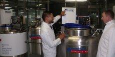 Le Dr Forraz (à gauche) et le Pr McGuckin dans la biobanque