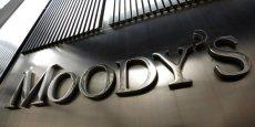 Alors que le niveau d'endettement reste très élevé, le processus de désendettement est entravé par une croissance et une inflation faibles, observe Moody's.