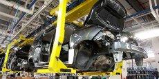 Ligne d'assemblage de voitures Dacia Sandero, dans l'usine Somaca-Renault, à Tanger. Cette usine, la plus importante d'Afrique, a été implantée en 2012 dans la zone franche de Tanger-Med, sur 350hectares. 1,1milliard d'euros ont été investis et 7000 employés y travaillent à ce jour.