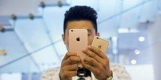 D'après le Conseil des consommateurs shanghaïens, une Chinoise a indiqué avoir assisté en août à l'explosion de son iPhone 6s Plus, qui a fendillé l'écran et noirci le dos de l'appareil.
