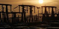 Le soleil se couche derrière les transformateurs de la centrale nucléaire Hinkley Point B d'EDF Energy à Bridgwater.