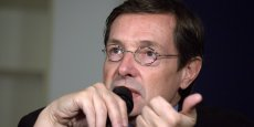 Selon Christian Saint-Étienne, il faut mettre en place une grande « agence nationale [des] investissements structurants regroupant l'État, les régions et les métropoles. »