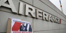 Les quatre hommes placés en garde à vue travailleraient pour la branche Cargo d'Air France, mais ne seraient pas des élus syndicaux, rapporte une source policière à l'AFP, et qui confirme une information de nos confrères d'Europe 1.