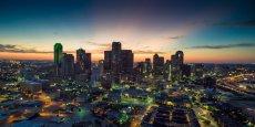 La metroplex : elle dispose du neuvième aéroport du monde, hub d'American Airlines et avantageusement situé au centre des Etats-Unis, d'une population cosmopolite et multiculturelle, qui tranche avec l'image souvent véhiculée du Texas en Europe, et d'une économie diversifiée.