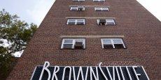 A Brownsville, l'espérance de vie atteint 74,1 ans. Les problèmes de santé ont tendance à se concentrer dans les secteurs où habitent les gens de couleur, et où de nombreux habitants vivent dans la pauvreté, selon la commissaire à la Santé de New York Mary Bassett