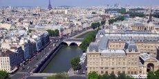 Voulue par Anne Hidalgo et votée en Conseil de Paris le 26 septembre pour lutter contre la pollution de l'air, la fermeture de la voie Georges-Pompidou interdit désormais aux voitures quelque 3,3 kilomètres de quai bas le long de la Seine, de l'entrée du tunnel des Tuileries (1er arrondissement) à la sortie du tunnel Henri-IV (4e).