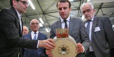 Romain Ravaud, le PDG de Whylot et Emmanuel Macron.