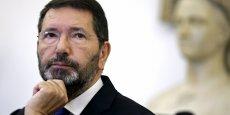 Ignazio Marino avait été récemment accusé d'avoir dépensé quelque 20.000 euros d'argent municipal pour dîner avec des membres de sa famille ou des amis depuis son entrée en fonction: attaques qu'il avait repoussées dénonçant unepolémique sordide.
