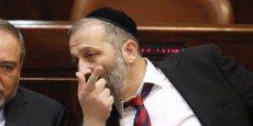 Arye Deri, ministre de l'Economie, a refusé d'user de ses prérogatives pour passer outre aux objections soulevées par l'Autorité de la concurrence qui bloque depuis des mois un accord pour l'exploitation de champs gaziers au large des côtes méditerranéenne.