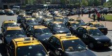 Après avoir généré de nombreuses polémiques à travers le monde, il s'agit là d'une première mise en garde explicite et officielle de l'Uruguay contre ce service dont le lancement a été annoncé le 29 octobre via Twitter. (Photo: grève en 2006 des taxis de Montevideo en association avec les camionneurs.)