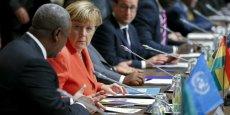 La chancelière allemande Angela Merkel a promis que le plan d'action auquel doit aboutir le sommet va combattre la migration illégale et faire plus pour donner davantage de possibilités légales de commencer à travailler en Europe. Ici, en photo avec John Dramani Mahama, le président du Ghana.