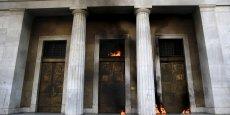 La Banque de Grèce (la banque centrale grecque) a été attaquée avec des jets de cocktails Molotov ce 12 novembre 2012.