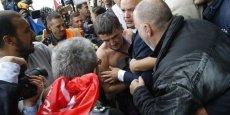 Cinq salariés sont accusés d'avoir participé aux violences contre des cadres de la direction d'Air France.