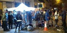 Boulevard Voltaire, au deuxième soir après les attentats du 13 novembre, des caméras sont installées à chaque coin de rue.