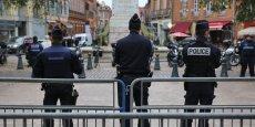 Des policiers à Toulouse, place Dupuy.