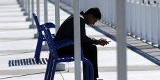 D'après l'étude de Deloitte, 38% des Français consulte en moyenne 10 fois leur smartphone par jour.
