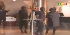 Image de l'intervention des forces maliennes dans l'hôtel, diffusées par la télévision malienne ORTM.