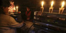 Un magasin, en Crimée, pendant le blackout survenu dans la nuit de samedi 21 au dimanche 22 novembre 2015.