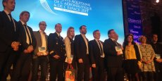Les lauréats des Talents aquitains de l'aéronautique et de l'espace, entourés de leur parrain et d'une partie de l'équipe de La Tribune - Objectif Aquitaine