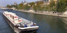 Aussi innovants soient-ils, les nouveaux moyens de transport de marchandises réclament l'élaboration de nouveaux modèles économiques afin d'amortir les coûts d'investissement. (Photo: un barge affrétée par Franprix pour transporter ses marchandises dans la capitale en polluant moins - septembre 2014)