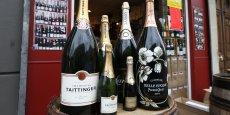 Il ne s'agit pas de produire un vin comparable au Champagne. La production devrait atteindre, à terme, 300.000 bouteilles par an. Le vin sera baptisé Domaine Evremond - du nom de Charles de Saint-Evremond épicurien du 17e siècle exilé en Angleterre et enterré à l'Abbaye de Westminster à Londres.