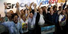 La Table de l'unité démocratique (MUD a décroché 99 sièges contre 46 pour le Parti socialiste unifié du Venezuela (PSUV) du président Nicolas Maduro.