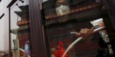 Des restrictions à la circulation ont été posées à la capitale chinoise de 22,5 millions d'habitants, en alerte rouge à la pollution depuis lundi.