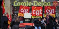 Les salariés devant le local de Carole Delga à Toulouse