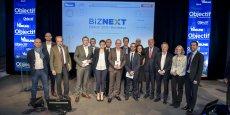 Les lauréats et leurs parrains, entourés d'une partie de La Tribune - Objectif Aquitaine