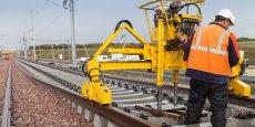 Les travaux d'équipements ferroviaires sur la LGV Tours-Bordeaux représentent 1.400 km de longs rails soudés, 1.100.000 traverses béton, 3 millions de tonnes de ballast, 14.000 poteaux caténaires.
