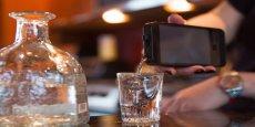 Cette coque d'iPhone, baptisée iFlask, peut contenir 14 cl de liquide. De quoi se servir quelques shots de son alcool favori.