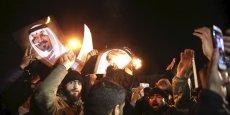 Des manifestants iraniens devant l'ambassade d'Arabie saoudite à Téhéran le 2 janvier.