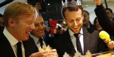Le ministre de l'Economie a choisi Beaugrenelle pour célébrer le lancement des soldes ce mercredi. Le centre commercial du XVe arrondissement de Paris, récemment classé parmi les zones touristiques internationales, non sans susciter de controverse, fait partie des lieux qui sont désormais autorisés à ouvrir au public le dimanche.(Photo rognée)